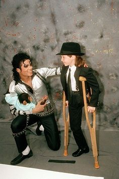 This picture shows MJ's kindness and sensitivity towards animals and children. He was the definition of a real man. He always loved babies and all children of the world ღ by ⊰@carlamartinsmj⊱