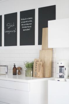 black, white, wood nd greenery in kitchen from Bengtgarden