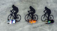 <p>Zat al een paar weken te broeden op deze foto. Voorbereiding: moment van de dag zoeken dat de schaduwen reële afmetingen hebben, plaats, bij een bevriende boer een naadloze betonvloer, drie fietsende vrienden, en tijdstip, Pinkstermaandag was er genoeg zon en de mensen waren vrij wel om half tien ipv tien wat de schaduwen iets te lang maakt. Liggend in de bak van een verreiker op 7m de fietsers onderdoor laten fietsen pal tegenover de zon anders vallen de schaduwen scheef.En dit is h...