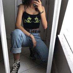 Light was mom jeans. Black high top comverse - Black Belt - Ideas of Black Belt - Black graphic crop top. Light was mom jeans. Edgy Outfits, Mode Outfits, Retro Outfits, Vintage Outfits, Vintage Fashion, Grunge Fashion, 90s Fashion, Korean Fashion, Fashion Outfits