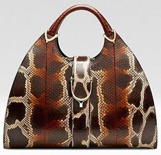 Gucci  Handbags Collection & more Black Gucci Purse, Gucci 2014, Gucci Purses, Purses And Handbags, Across Body Bag, Wristlet Wallet, Crochet Purses, Cute Bags, Beautiful Bags