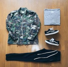 ** Streetwear daily - - - Click this picture to check out our clothing label ** Vans Old Skool Outfit, Vans Old Skool Mens, Vans Outfit Men, Dope Outfits, Urban Outfits, Casual Outfits, Hype Clothing, Mens Clothing Styles, Vans Old Skool Preto