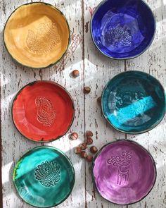 Meze / kahvaltılık tabaklar ... zeytin de yakışır, haydari de 🤗 #mavishhandmade #ceramic #ceramics #craft #ceramica #seramik #clayart… Pottery Plates, Ceramic Pottery, Ceramic Art, Clay Design, Ceramic Design, Modelling Clay, Ceramic Coffee Cups, Air Dry Clay, Clay Projects