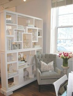 90 Luxury Room Divider Ideas for Small Spaces - Page 51 of 101 Living Room Kitchen, Interior Design Living Room, Living Room Decor, Design Room, Room Divider Bookcase, Room Dividers, Studio Apartment Divider, Luxury Rooms, Cool Rooms
