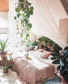 bedroom | home house | interior design | decor decoration | boho bohemian | indoor plants | greenery | baldachin canopy | peaceful airy bright