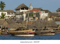 dhows-moored-on-the-waterfront-of-lamu-town-lamu-kenya-DE039P.jpg (1300×953)