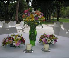 Centro de mesa multifloral. Con una hermosa paleta de colores. Hacienda La Vega.