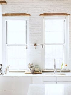 painted white brick wall kitchen backsplash. / sfgirlbybay