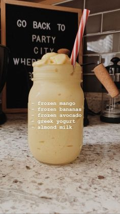 Fruit Smoothie Recipes, Healthy Smoothies, Healthy Drinks, Avocado Smoothie, Mango Banana Smoothie, Healthy Food, Yummy Drinks, Yummy Food, Comida Diy