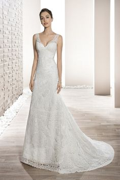 Wedding Dress Photos - Find the perfect wedding dress pictures and wedding gown photos at WeddingWire. Browse through thousands of photos of wedding dresses. Wedding Dress With Veil, Wedding Dresses Photos, Wedding Dress Trends, Wedding Bridesmaid Dresses, Perfect Wedding Dress, Bridal Dresses, 2017 Wedding, Stunning Dresses, Beautiful Gowns