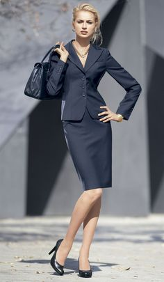 Office fashion suit 9 to 5 classy look. Business Dresses, Business Outfits, Business Fashion, Business Attire, Business Formal, Business Casual, Costume Noir, Mode Costume, Office Fashion