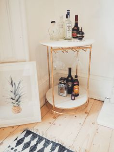 "Outstanding ""bar cart decor inspiration"" detail is offered on our website. Read more and you wont be sorry you did. Bar Cart Styling, Bar Cart Decor, My Living Room, Home And Living, Bar Table Sets, Mini Bars, Gold Bar Cart, Diy Home, Home Decor"