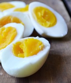 Hard-boiled eggs can be tricky. If you cook them too long, the yolk turns green. An overcooked yolk is like overcooked asparagus. Omelettes, Perfect Hard Boiled Eggs, Soft Boiled Eggs, Great Recipes, Favorite Recipes, Good Food, Yummy Food, Cooking Recipes, Healthy Recipes