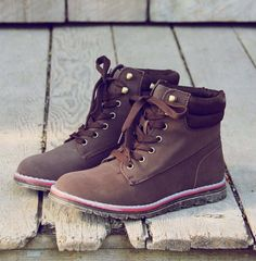 Sweet & Rugged Combat Boots in Brown, Rugged Boots & Shoes from Spool no 72 Cute Shoes, Me Too Shoes, Timberland Stiefel Outfit, Trekking Outfit, Climbing Outfits, Timberland Waterproof Boots, Yellow Boots, Shoe Company, Hiking Shoes