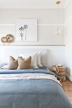 Interior designer Tim Connah and his partner Grae cleverly transformed their one-bedroom Manly apartment into a cool coastal abode. Coastal Bedrooms, Beach Bedrooms, Coastal Master Bedroom, Tropical Bedrooms, Blue Bedrooms, Linen Bedroom, Coastal Living Rooms, Bedroom Rustic, Home Living Room