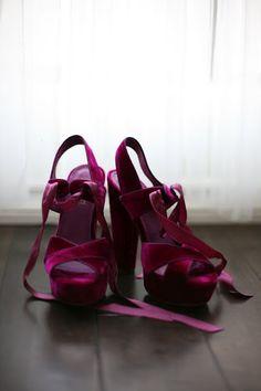 velvet heels: can't wear these so high. Shoe Boots, Shoes Heels, Pumps, Shoe Bag, Shoe Shoe, Suede Shoes, Look Fashion, Fashion Shoes, Fashion Usa