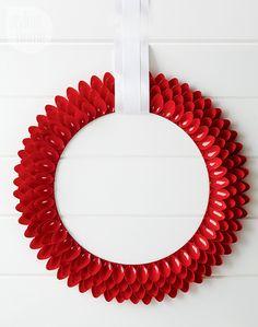 Eye Candy: 15 Creative Alternatives to the Traditional Evergreen Wreath » Curbly | DIY Design & Decor