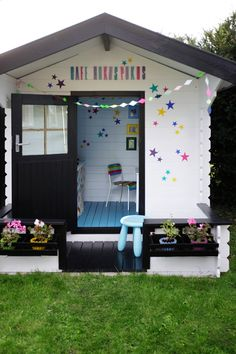 A whole lot of amazingly awesome cubby house ideas. Create the ultimate outdoor playhouse or indoor cubby houses for your kids to make playtime extra fun! Build A Playhouse, Playhouse Outdoor, Outdoor Play, Outdoor Spaces, Playhouse Ideas, Playhouse Decor, Inside Playhouse, Playhouse Interior, Wooden Playhouse