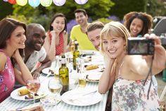 Si hoy tienes planeado compartir con tus amigos algunas copas de vino, recuerda dejar tu carro en casa o llamar a tu conductor elegido. #VinosNobles #Wine #EntregaLasLlaves