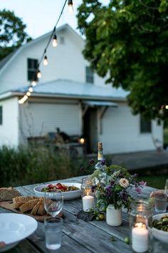 120 stunning romantic backyard garden ideas on a budge Fresco, Outdoor Dining, Outdoor Spaces, Outdoor Decor, Outdoor Cafe, Romantic Backyard, Deco Table, End Of Summer, Summer Time