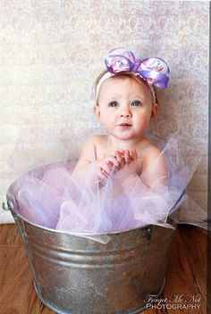 Love the tulle and bucket together