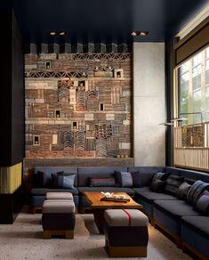 farbe anthrazit naturmaterialien lobby klinker ziegel wandgestaltung ecksofa sitzmöglichkeiten #hotel