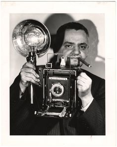 Biography of Photographer  Weegee  (1899 - 1968) American (b. Austria)