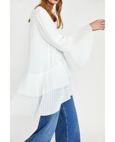 Image 4 of CONTRASTING PLEATED BLOUSE from Zara
