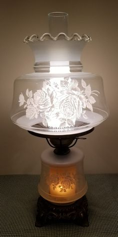 Vintage GWTW Gone with the Wind Electric Table Hurricane Lamp Light Clear Glass White Frost Flowers and Chimney Ruffle Scalloped Top – Top Trend – Decor – Life Style Hurricane Lamps, Vintage Lighting, Lamp Light, Vintage Hurricane Lamps, Glass Hurricane Lamps, Clear Glass, Lamp, Trending Decor, Vintage