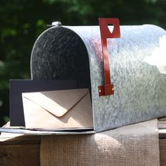 Top 10 Rustic Wedding Decorations Ideas - wedding mail box American style available from www.theweddingofmydreams.co.uk @The Wedding of my Dreams