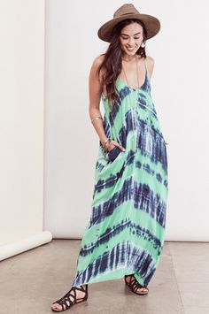 Bohemian Dresses & festival street style: Sleeveless Blue green tie-dye print Maxi dress with pockets. Front view