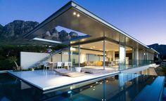 terraza moderna con porche y piscina