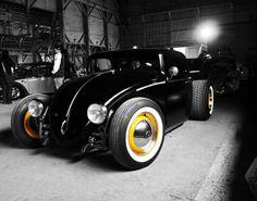 super-mabril-posts:  twowheelcruise:  life on a motorcycle  El súper escarabajo B-)