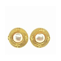 Pre-owned Chanel Earrings ($356) ❤ liked on Polyvore featuring jewelry, earrings, apparel & accessories, white, disc earrings, vintage jewellery, chanel jewelry, vintage earrings and clip earrings