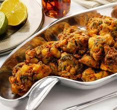 Easy Indian Recipes: Vegetable Pakora Indian Recipe Note to self: add more spices Easy Indian Recipes, Asian Recipes, Healthy Recipes, Indian Carrot Recipes, East Indian Food, Fingers Food, Pakora Recipes, Baked Pakora Recipe, Italian Recipes