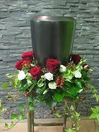 Bildergebnis für blumenschmuck urne