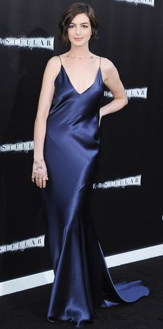 Anne Hathaway in Richard Nicoll. This night gown is sexy and sensual. The bold color is to die for.