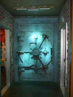 Vault door, real or fake ?