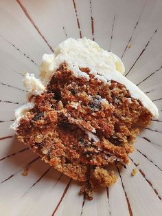 Chunky Homemade Carrot Cake with the Best Cream Cheese Frosting Chunky Homemade Carrot Cake mit dem besten Frischkäse-Zuckerguss Homemade Carrot Cake, Best Carrot Cake, Homemade Cake Recipes, Carrot Cakes, Just Desserts, Delicious Desserts, Dessert Recipes, Xmas Desserts, Party Recipes