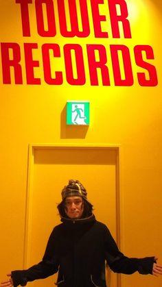 【ご来店】本日の年末調整GIGに出演されるSchroeder-Headzこと渡辺シュンスケさんにご来店頂きました! 最新作「ライヴ -シナスタジア-」絶賛展開中です! コメントカードも書いて頂いたので是非! Tower Records, Let It Be, Movie Posters, Film Poster, Billboard, Film Posters