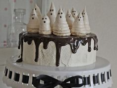 Halloween-Rezept: Gespenstertorte backen / halloween recipe: spooky ghost cake via DaWanda.com