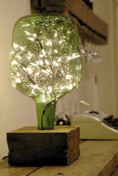 Lampara de damajuana con soporte de madera y luces como las de arbol de navidad dentro | Decoración | Pinterest