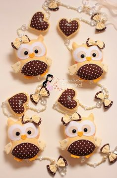 Such sweet little felt owls! Owl Crafts, Kids Crafts, Diy And Crafts, Craft Projects, Sewing Projects, Arts And Crafts, Felt Owls, Felt Animals, Owl Patterns