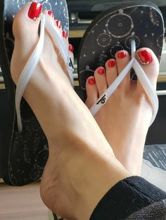 Come-Hither High Heels Cute Toes, Pretty Toes, Feet Soles, Women's Feet, Foot Pics, Beautiful Toes, Foot Toe, Sexy Toes, Female Feet