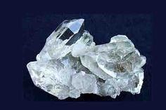 En este articulo hablaremos sobre cómo preparar un cuarzo protector, para protegerte personalmente o el hogar. El poder de los cristales es muchísimo, desde lejanos tiempos se han usado las piedras y cristales para dar protección, curar, ayudar a magos y brujos y también, porque no decirlo, para hacer el mal. Las piedras contienen las …