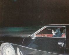 Leaving Graceland for Southbrook January 15, 1977  notice   driving himself!