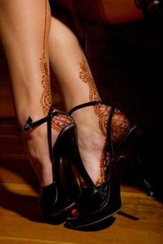 From Roving Horse Henna Body Art  - I've been thinking of hennaed stocking seams for ever. This would be nice design for heels.