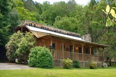River House cabin right on River - vacation rental in Gatlinburg, Tennessee. View more: #GatlinburgTennesseeVacationRentals