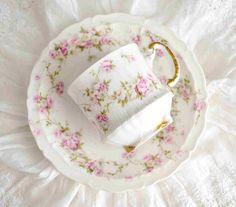 4 Tasses à thé anciennes en porcelaine  de Limoges Theodore