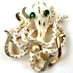 Vintage octopus brooch by Trifari www.campania30.com